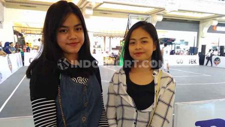 Elen dan Jovanda merupakan dua wanita yang menonton IBL Gojek 3x3 seri Yogyakarta. - INDOSPORT