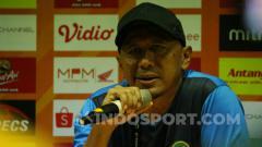 Indosport - Rahmad Darmawan saat konferensi pers Persebaya vs Tira Persikabo, Minggu (21/7/19).