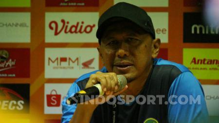 Pelatih Tira-Persikabo, Rahmad Darmawan, saat konferensi pers, Minggu (21/7/19). - INDOSPORT