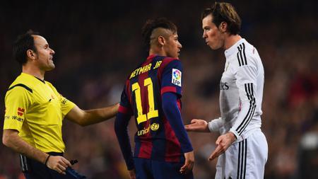 Gareth Bale (kanan) ketika berargumen dengan Neymar di El Clasico beberapa tahun silam - INDOSPORT