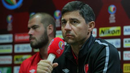 Pelatih PSM Makassar, Darije Kalezic. - INDOSPORT