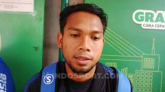 Indosport - Pemain belakang Persib, Saepulloh Maulana ditemui di Bandara Husein Sastranegara, Kota Bandung, Senin (22/07/2019).