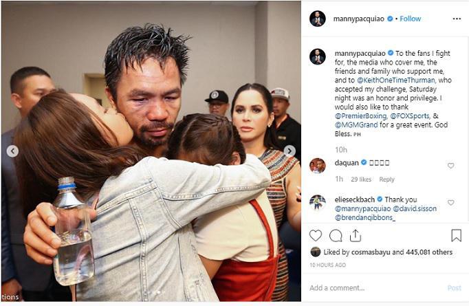 Momen Manny Papcquiao saat dipeluk istri dan kedua putrinya usai merebut gelar juara WBA dari Keith Thurman, Minggu (21/07/19) Copyright: Instagram/Manny Pacquiao