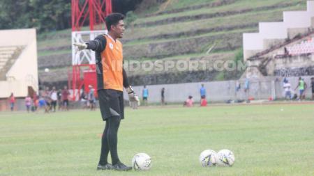 Kiper Utama Persipura Jayapura, Dede Sulaiman, berlatih menjelang laga Liga 1 2019. Foto: Sudjarwo/INDOSPORT - INDOSPORT