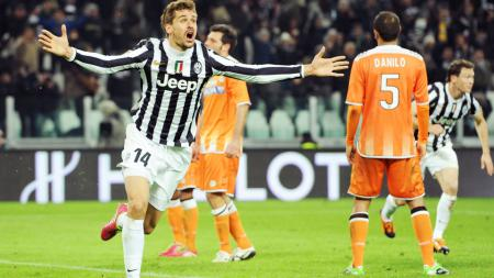 Striker buangan Juventus, Fernando Llorente tengah diincar Manchester United. - INDOSPORT