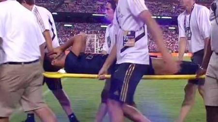 Marco Asensio digotong keluar untuk mendapatkan penanganan medis - INDOSPORT