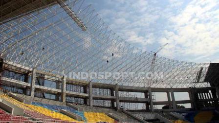 Atap Stadion Manahan Solo.