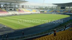 Indosport - Pemain belakang Persib Bandung, Fabiano Beltrame merasa kagum dengan kemegahan Stadion Manahan, Solo.