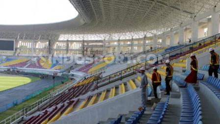Deretan kursi penonton di Stadion Manahan Solo.