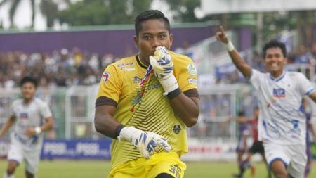 Kiper klub Liga 2 PSCS Cilacap, M. Ihsan Ramadani ternyata memiliki kemampuan yang mumpuni dalam urusan eksekusi tendangan penalti. - INDOSPORT