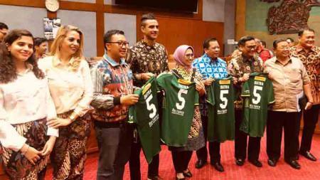 Menpora Imam Nahrawi melakukan raker bersama Komisi X DPR RI di Kantor DPR, Jakarta, Rabu (24/7) malam untuk membahas tentang pertimbangan kewarganegaraan RI atas nama Otavio Dutra. - INDOSPORT