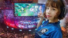 Indosport - Selebgram, Kimi Hime menghabiskan hari-harinya selama isolasi mandiri dengan main game di rumah.