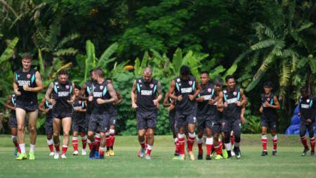 Skuat PSM Makassar berlatih di Lapangan Yogyakarta International School (YIS). - INDOSPORT