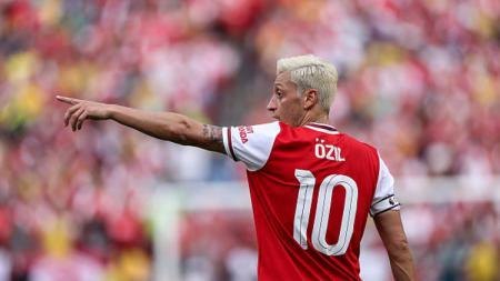 Saking menurunnya performa pemain klub Liga Inggris, Arsenal, Mesut Ozil, ia kalah dari Ben Foster dan Thibaut Courtois dalam urusan statistik tembakan ke gawang. - INDOSPORT