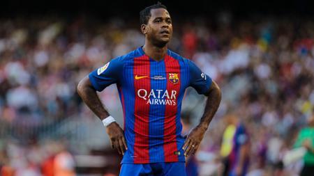 Xavi Hernandez ternyata bukanlah nama yang diinginkan untuk menggantikan pelatih Quique Setien. Skuat Barcelona rupanya lebih memilih Patrick Kluivert. - INDOSPORT