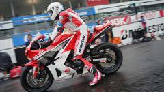 Indosport - Pembalap asal Indonesia, Irfan Ardiansyah, berhasil menyabet podium pertama di race 1 pada ajang ARRC 2019 yang berlangsung di Sirkuit Sepang, Malaysia.
