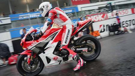 Pembalap asal Indonesia, Irfan Ardiansyah, berhasil menyabet podium pertama di race 1 pada ajang ARRC 2019 yang berlangsung di Sirkuit Sepang, Malaysia. - INDOSPORT