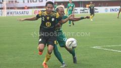 Indosport - Pemain Barito Putera, Evan Dimas saat duel dengan pemain PSS Sleman di Liga 1, Sabtu (27/07/19). Foto: Ronald Seger Prabowo/INDOSPORT