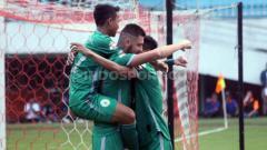 Indosport - Laga pertandingan antara PSS Sleman vs Barito Putera di Liga 1, Sabtu (27/07/19). Foto: Ronald Seger Prabowo/INDOSPORT