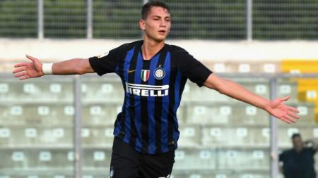 Sebastiano Esposito, penyerang muda Serie A Liga Italia dari klub Inter Milan yang kabarnya diminati Liverpool. - INDOSPORT