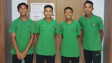 Ki-Ka: Marcelino Ferdinand, Ruy Arianto, M. Zaky Satrya, Wahyu Agung. - INDOSPORT