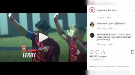 Akun media sosial Instagram resmi Liga 1 2019 tak menjelaskan detail waktu kala Lerby Eliandry mencetak gol pada laga Persela Lamongan vs Borneo FC, Senin (29/07/19). - INDOSPORT