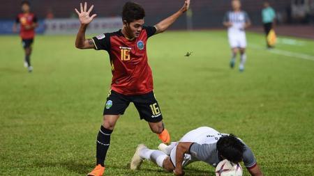 Paulo Domingos Gali Da Costa (kiri) saat membela Timor Leste di Piala AFF 2018. - INDOSPORT
