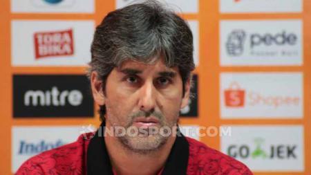 Pelatih klub Liga 1, Bali United, Stefano Cugurra Teco. - INDOSPORT