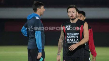 Marc Klok dalam sesi latihan dalam sesi latihan di Stadion Kapten I Wayan Dipta Gianyar, Rabu (31/07/2019). Foto : Nofik Lukman Hakim - INDOSPORT