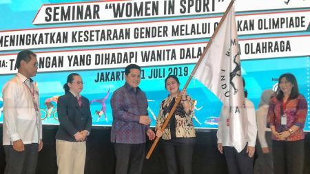 Erickh Thohir bersama Puan Maharani meresmikan Women Sport Foundation Indonesia pada dalam sebuah seminar di Jakarta - INDOSPORT