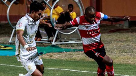 Madura United masih membuka semua opsi perihal status Greg Nwokolo, sebagai solusi tim untuk menambah daya serang untuk kompetisi Liga 1 2021 ini. - INDOSPORT