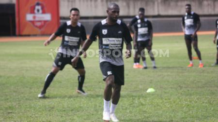 Kapten Persipura Jayapura, Boaz Solossa diharapkan bisa tampil saat melawan Persebaya di Liga 1, Minggu (24/11/19). - INDOSPORT