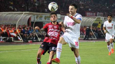 Marc Klok saat berlaga hadapi Bali United. Klok salah satu pemain yang diwaspadai PSIS Semarang pada lanjutan Liga 1 2019 di Stadion Moch Soebroto, Magelang, Rabu (27/11/2019). - INDOSPORT