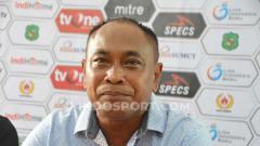 Indosport - Kas Hartadi saat di konferensei pers usai pertandingan Liga 2 2019 antara PSMS Medan vs Sriwijaya.Aldi Aulia Anwar/INDOSPORT
