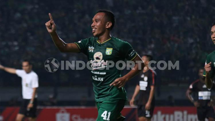 Irfan Jaya, berhasil buka keunggulan Persebaya Surabaya atas Persipura Jayapura Copyright: Fitra Herdian/INDOSPORT