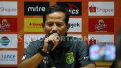 Indosport - Pelatih Persebaya Surabaya, Djajang Nurdjaman saat konfrensi pers usai laga lawan Persipura, Jumat (02/08/19).