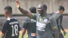 Indosport - Pelatih Persipura Jayapura, Jacksen F. Tiago. Foto: Sudjarwo/INDOSPORT