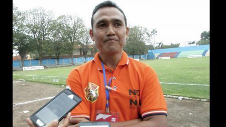 Jaenal Ichwan, ketua panpel pertandingan Persewar Waropen. - INDOSPORT