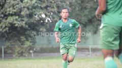 Indosport - Bek andalan PSMS Medan, Syaiful Ramadhan sudah mengoleksi 4 kartu kuning sepanjang bergulirnya kompetisi Liga 2 2019 Wilayah Barat.