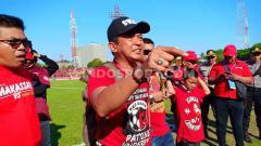 Indosport - Sadat, Sekretaris Jenderal Red Gank PSM Makassar mendukung timnya di Liga 1 2019.