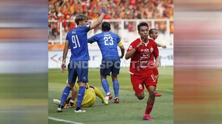 Selebrasi Novri Setiawan usai mencetak gol - INDOSPORT