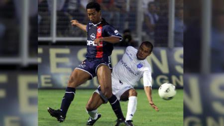 Debut Ronaldinho di Eropa bersama PSG, (04/08/01) - INDOSPORT