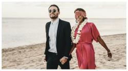 Marc Klok melamar Chacarel Day di sebuah pantai di Bali