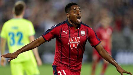 Francois Kamano menjadi pemain incaran Liverpool setelah gagal mendatangkan Nicolas Pepe. - INDOSPORT