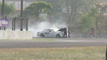Mobil terbakar di Indonesia Sentul Series of Motorsport (ISSOM) 2019 seri tiga. - INDOSPORT