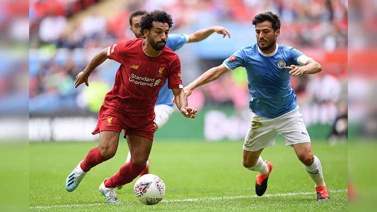 David Silva berusaha menggagalkan aksi Mohamed Salah. Laurence Griffiths/Getty Images Copyright: Laurence Griffiths/Getty Images