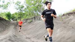 Indosport - The Royal Jogja Sand Dunes Geospatial Run 2019 menyuguhkan lintasan lari dengan rute jalan aspal sebanyak 80 persen dari lintasan.
