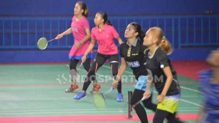 Para atlet bulutangkis Sumut yang dipersiapkan untuk Pra PON sedang berlatih di Gedung PBSI Sumut. - INDOSPORT