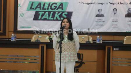 CEO PSS Sleman Viola Kurniawati ketika menghadiri diskusi sepak bola dengan LaLiga Spanyol di Universitas Negeri Yogyakarta, Senin (5/08/19). - INDOSPORT