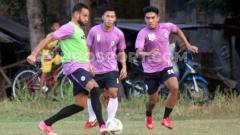 Indosport - Kabar tak sedap datang dari klub Liga 2, PSIM Yogyakarta di mana mereka disebut menunggak gaji para pemain seperti Junius Bate.